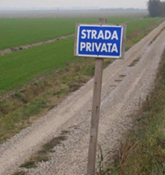 Risultati immagini per strada privata