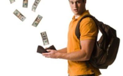 Mantenimento figli maggiorenni: A chi va versato l'assegno per i figli maggiorenni?