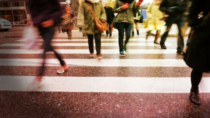 Investimento fuori dalle strisce pedonali: al danneggiato può essere riconosciuto un concorso di colpa